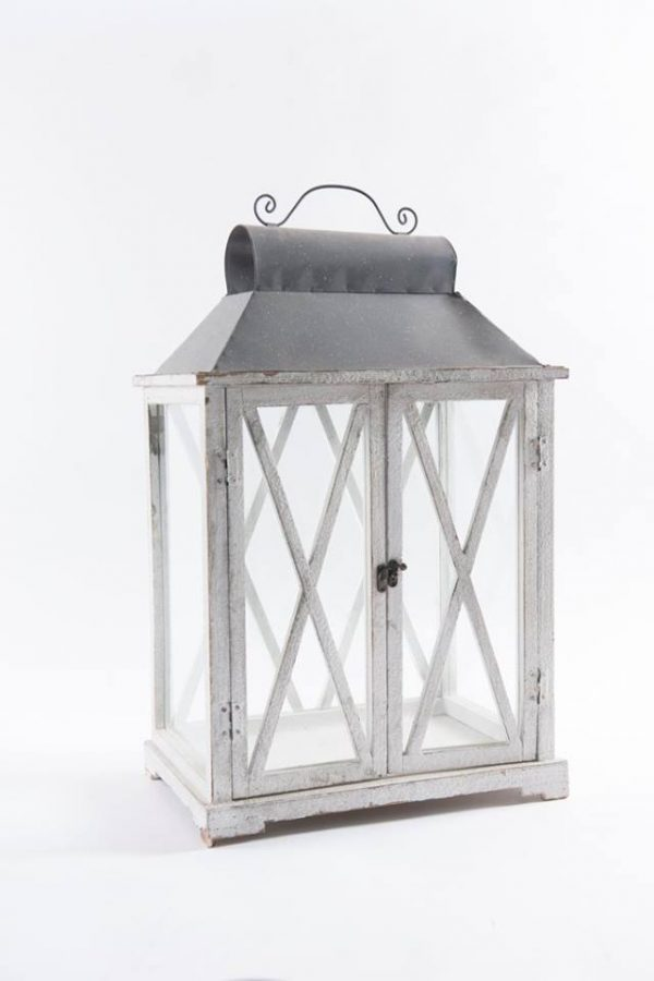 white-wood-double-door-lantern-28-1